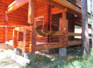Дом из лафета, покрашен BIOFA 1075 Лазурь для дерева, цвет 1064 Золотистый Тик.