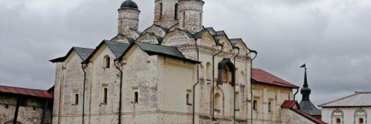 Окраска деревянного пола в историческом Кирилово-Белозерском монастыре в г.Череповец
